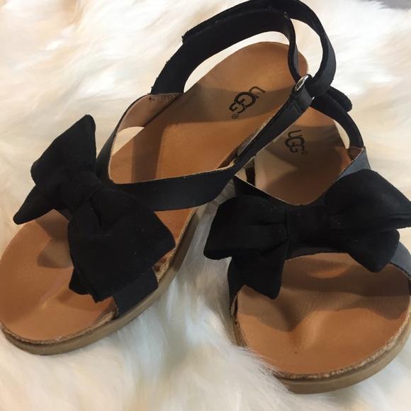 0c0eecffe02 Like new kids Ugg Fonda sandal